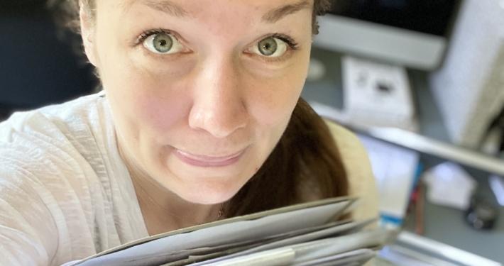 Svenja Hirsch Schreibcoach und Co-Autorin mit voller Schublade